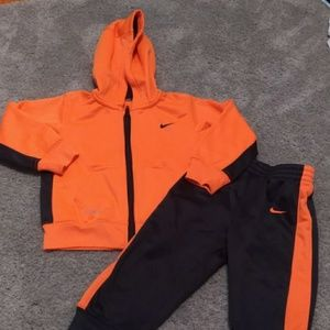 Nike therma-fit sweat suit